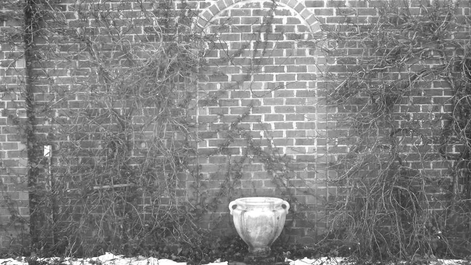 B&W urn 2