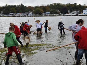 Huron City School students fishing.