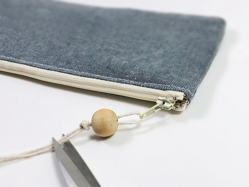 Bead zipper pull