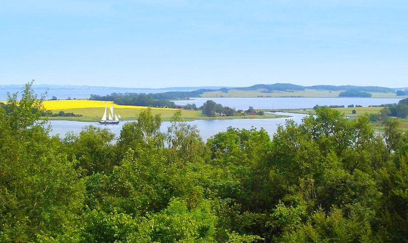 Hintergrund mit Schiff 2.jpg