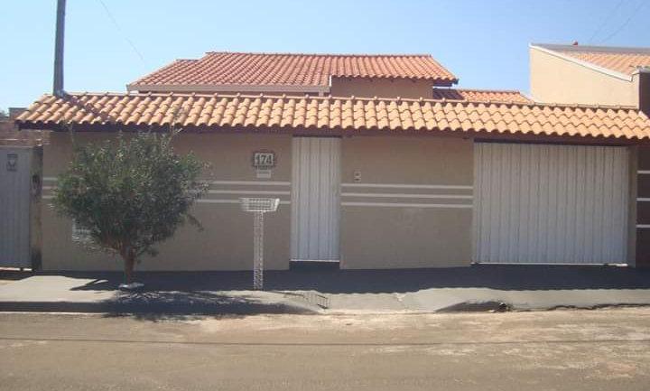 REF 211 Casa, 160 m², 2 dormitórios, Bairro Jd Ana Maria II.