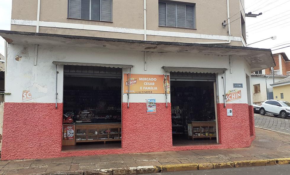 REF 145 Sobrado e Ponto Comercial, 3 banheiros, 216,60 m², Centro , Piraju/SP.