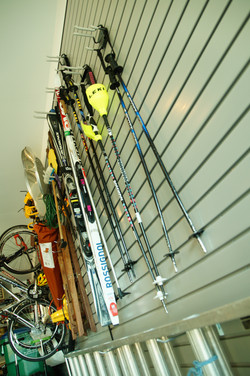 Hang ski equipment