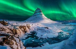 Iceland-mount-Kirkjufell-aurora.ngsversi