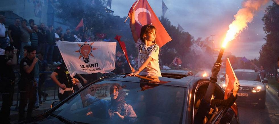 flags-from-car-1024x455.jpg