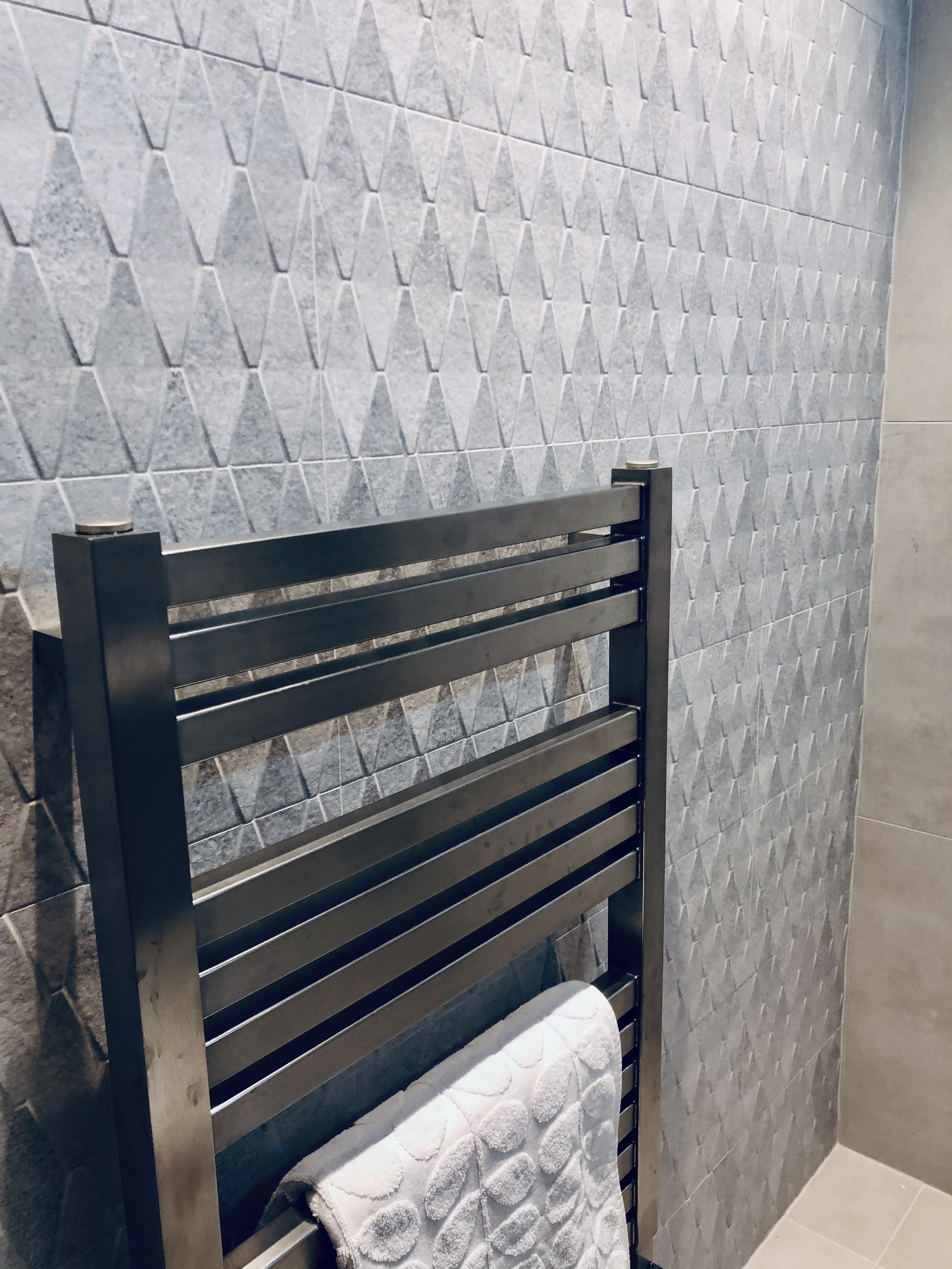 Feature wall with 3D tiles