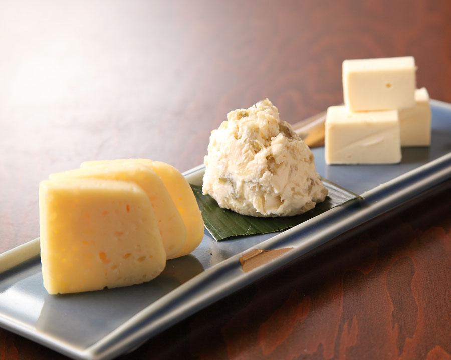 酒粕チーズの盛り合せ