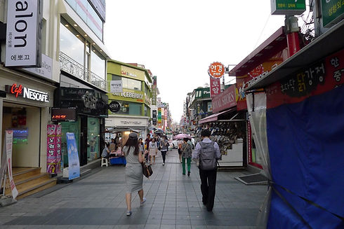 Top Hidden Places in Seoul - Sungshin Women's University Shopping District | KoreaToDo