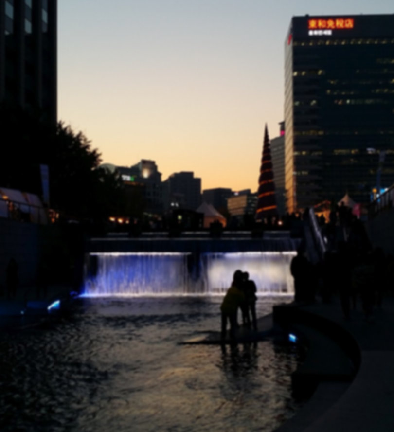 Cheonggyecheon Stream & getting there | Seoul, South Korea