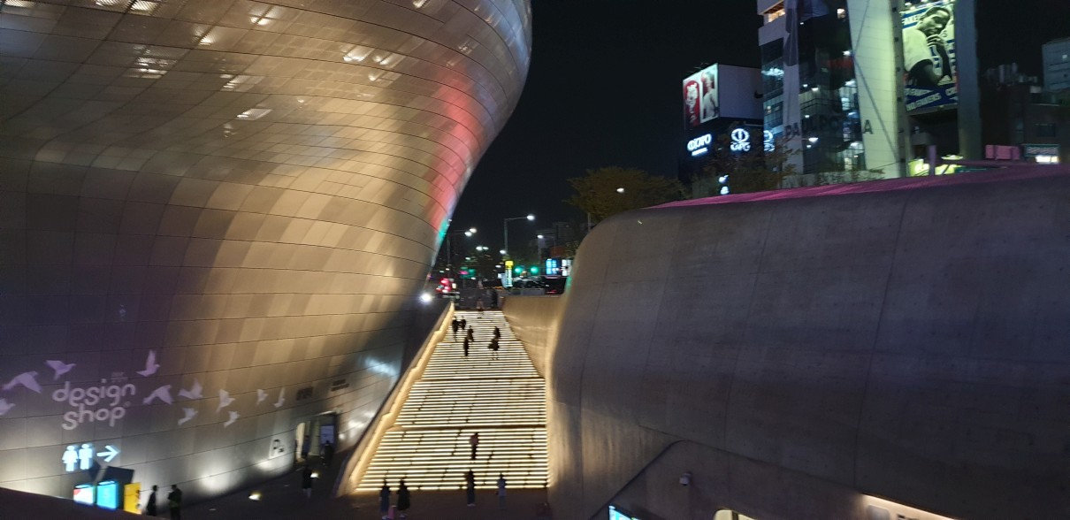 Dongdaemun Design Plaza & getting there | Seoul, South Korea