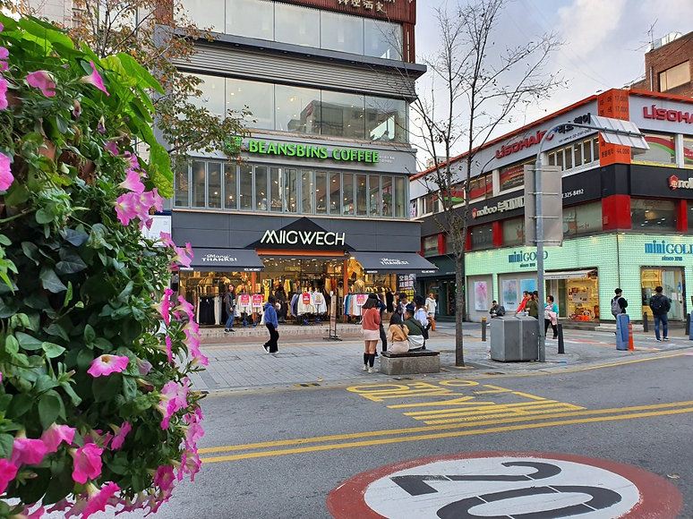 Sinchon & Ewha Womans University Shopping District & Getting There | Seoul, South Korea