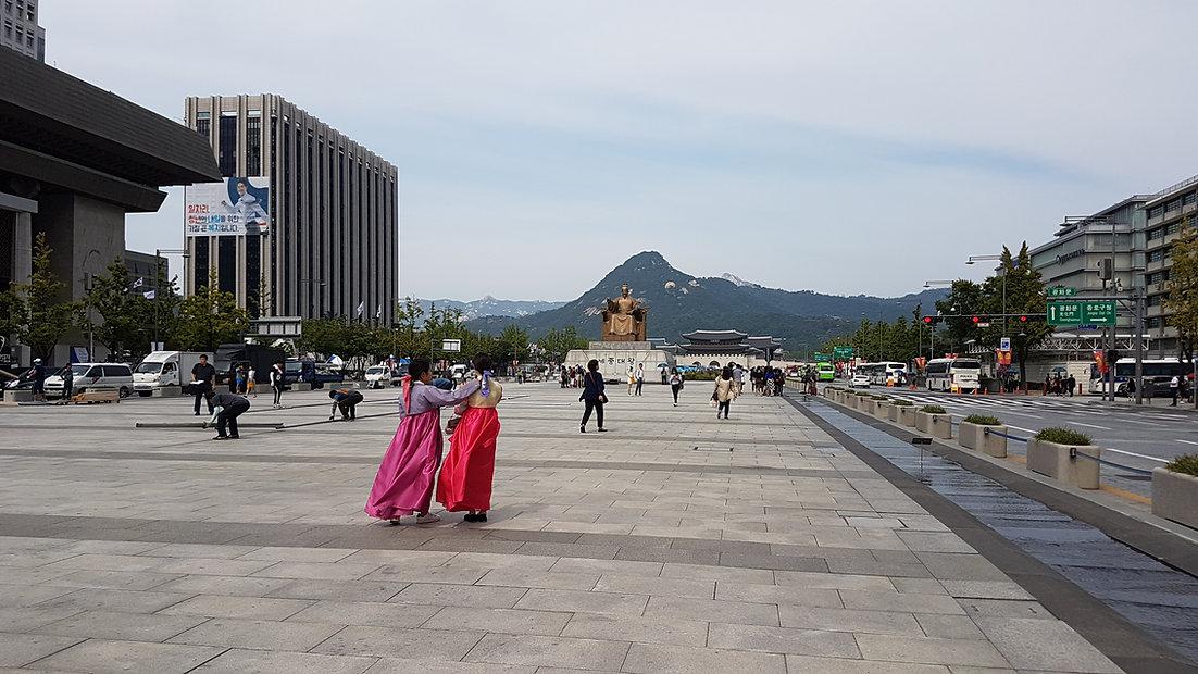 Gwanghwamun Square & getting there | Seoul, South Korea