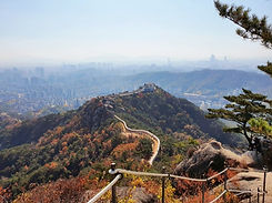 TOP Autumn Foliage Places in/outside Seoul - Inwangsan Mountain | KoreaToDo