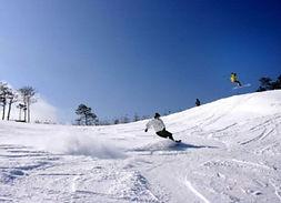 Ski/Snowboard Lift Pass + Equipment/Clothes Rental: Vivaldi Park
