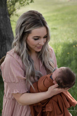 Newborn sessions in Calgary