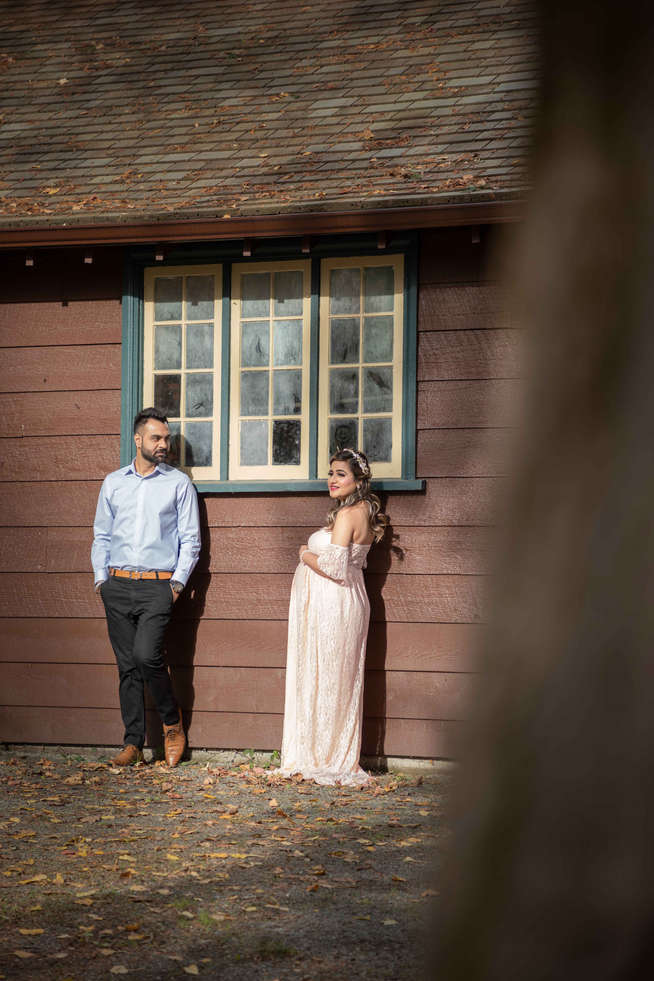 Outdoor maternity session in Calgary