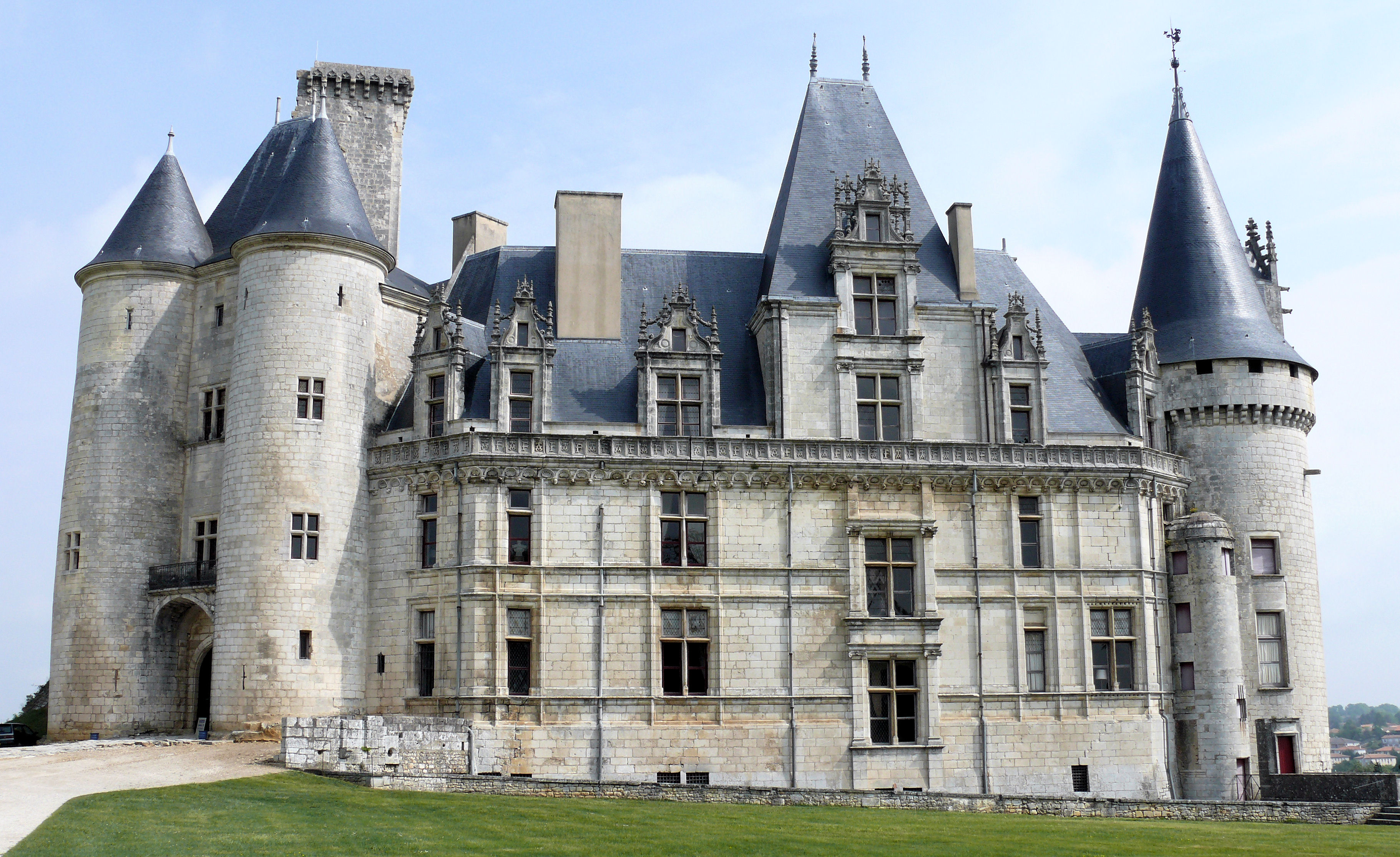 Château_de_La_Rochefoucauld_-_Aile_Sud_-1