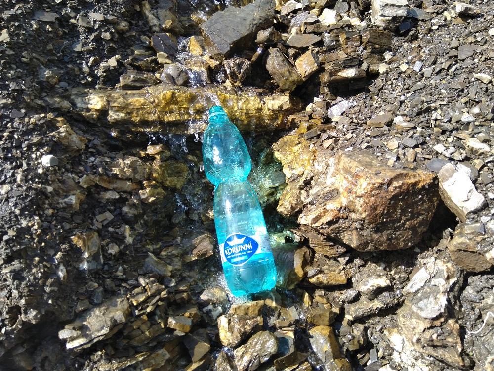 Voda v zatáčce pod Vf. Cazacul