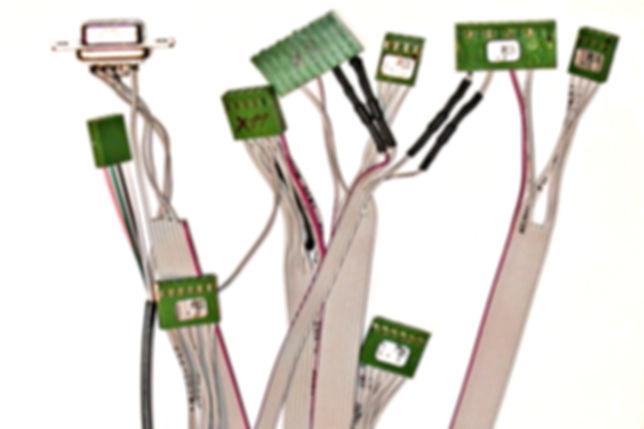 Konfektioniere Flachbandkabel nach Zeichnung oder Musterkabel.