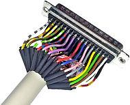Kabelkonfektioniertes Datekabel. Mantelleitung an DSub gelötet und mit Schrumpfschlauch isoliert.