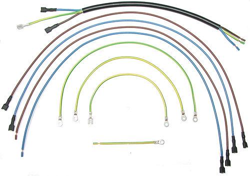 Kabelkonfektion von Litzen und Kabel als Kabelsatz. Kontakte crimpen oder verpressen.