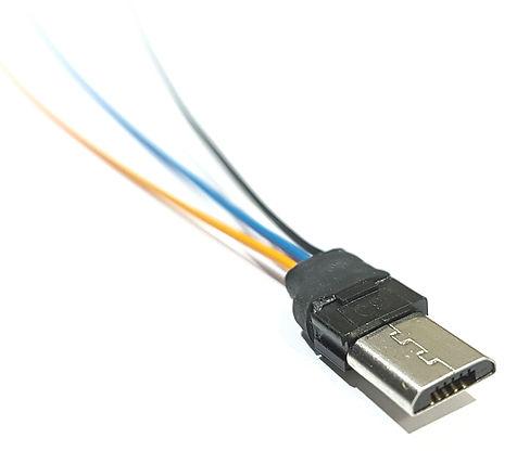 Computerkabel für industrielle  Anwendungen, elektronische Baugruppen und Maschinen. Kabelkonfektion nach Fertigungszeichnung oder Musterkabel.