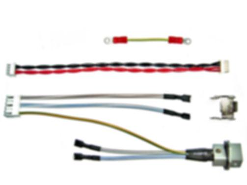 Kontakte crimpen oder verpressen. Kabelkonfektion von Litzen und Kabel als Kabelsatz.