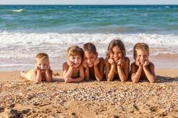 children-group-beach