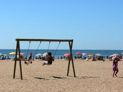 balançoire plage enfant