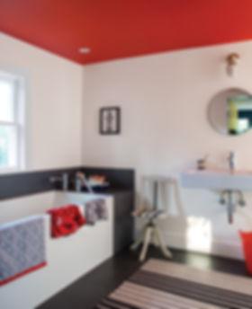 Bathroom_with_red_orange_ceiling.jpg