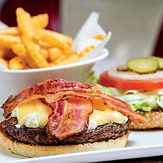 Бургер с хрустящим беконом соусом чимичурри и картофелем фри 400 г