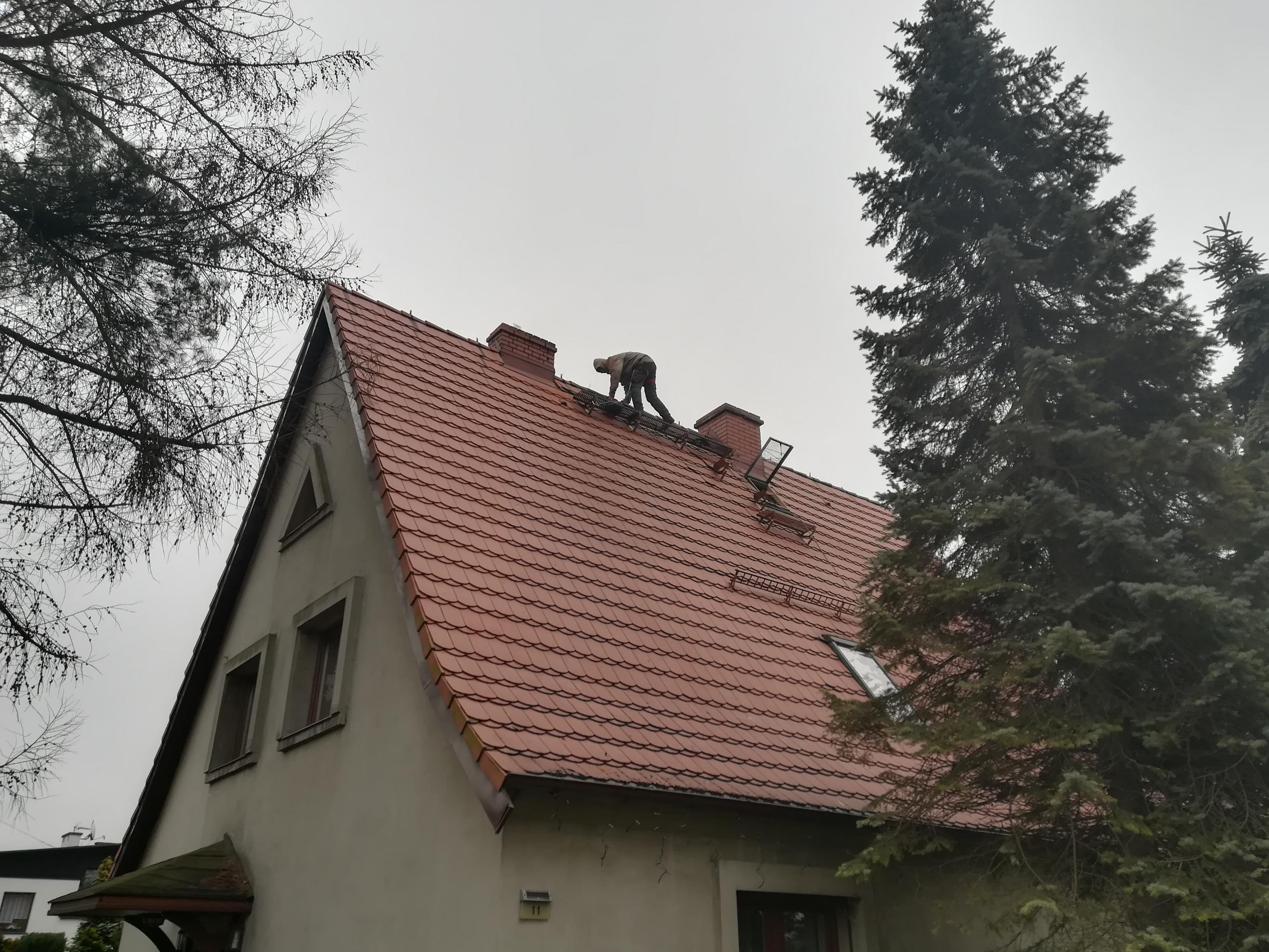 Montaż anteny na opaskach kominowych