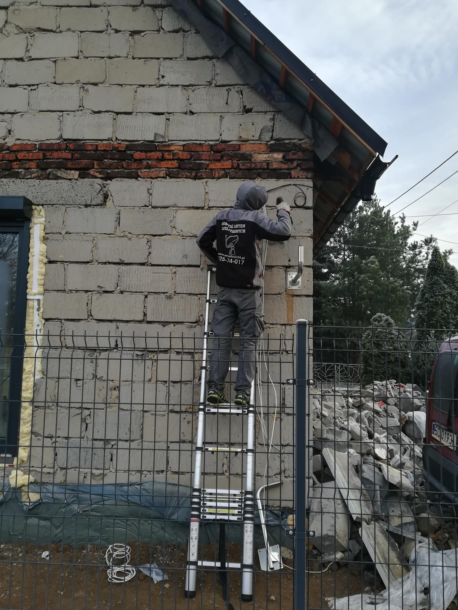 Mocowanie uchwytu anteny w Czeladzi