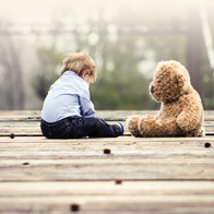 gegen die Misshandlung von Kindern und deren Folgen.