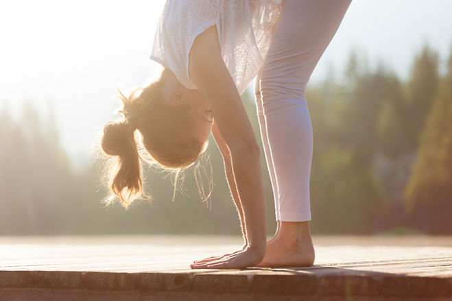 Kurse_Hatha-Yoga_oben_Stock-453193483.jp