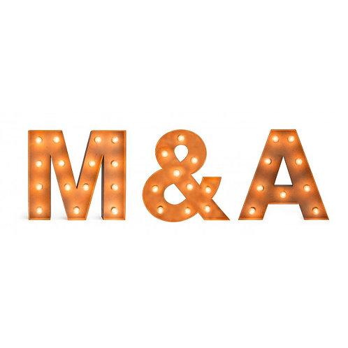 Set iniciales para boda vintage con bombillas