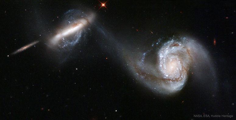 Arp87_Hubble_2302.jpg