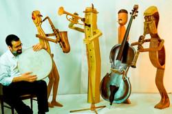 אני מנגן עם התזמורת מעץ שלי