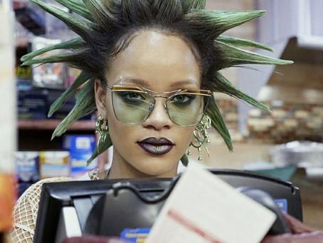 Rihanna change de look pour Paper Magazine