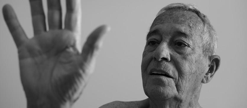Retratando seu avô, Enrique Espinosa converge duas gerações artísticas em seu primeiro fotolivro.