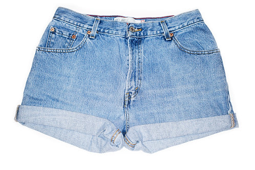 Vintage Levi's Light/Medium Wash High Rise Cuffed Denim Shorts - Sz 30/31