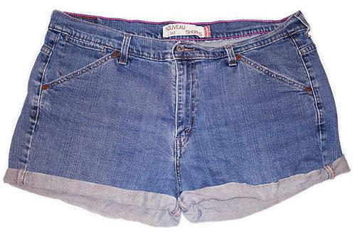 Vintage Levi's Medium Wash High Rise Cuffed Shorts - Sz 38/39