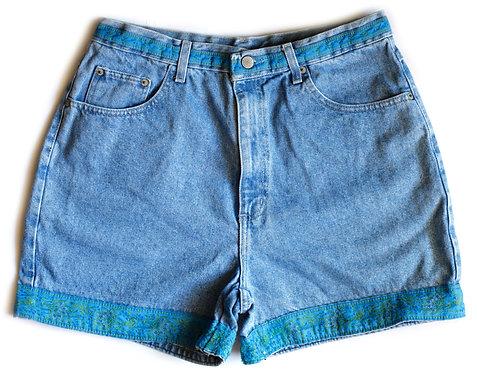 Vintage High Rise Ribbon Trim Denim Shorts – 32