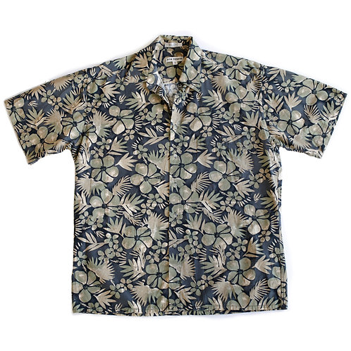 Vintage Via Veneto Hawaiian Tropical Flowers & Palm Leaves Neutral Black & Green Collared Short Sleeve Button Up Beach Shirt