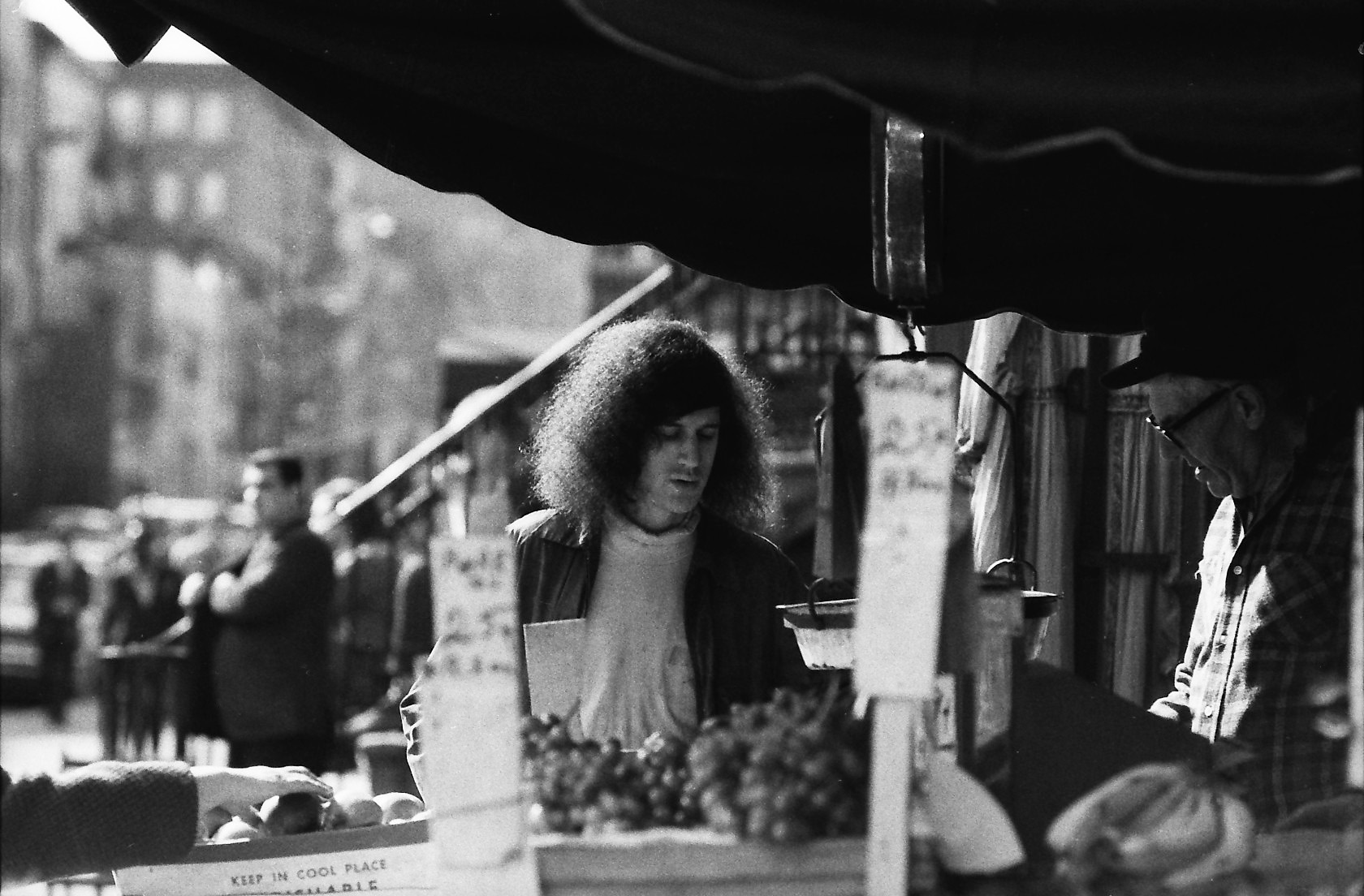 NYC38 Fruit stand, E 80s