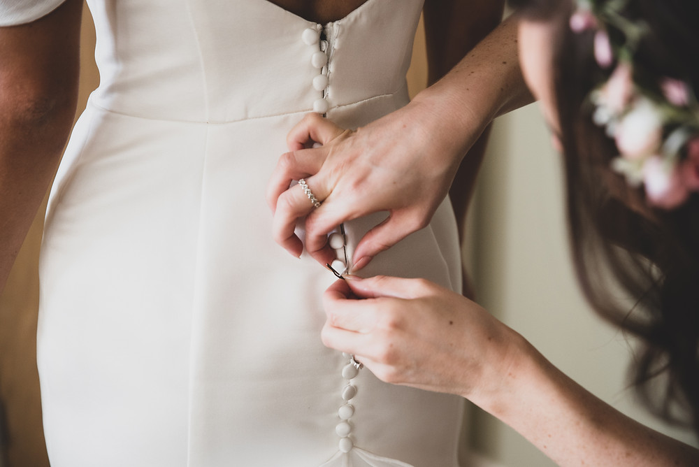 How to fasten up a wedding dress
