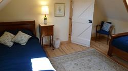 2ème chambre avec 2 lits simples1