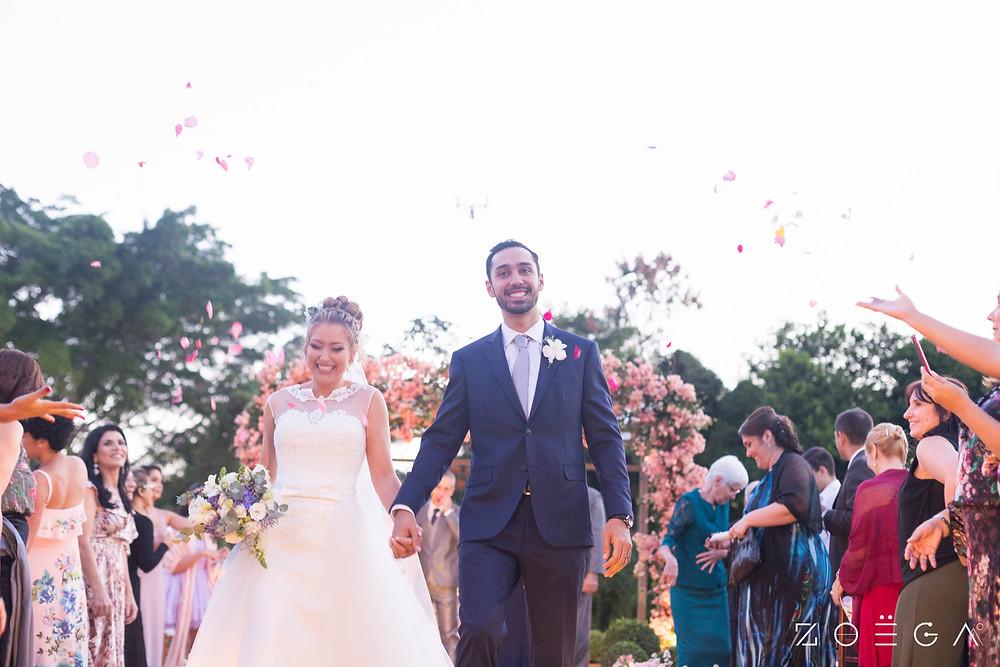 saída cerimônia noivos