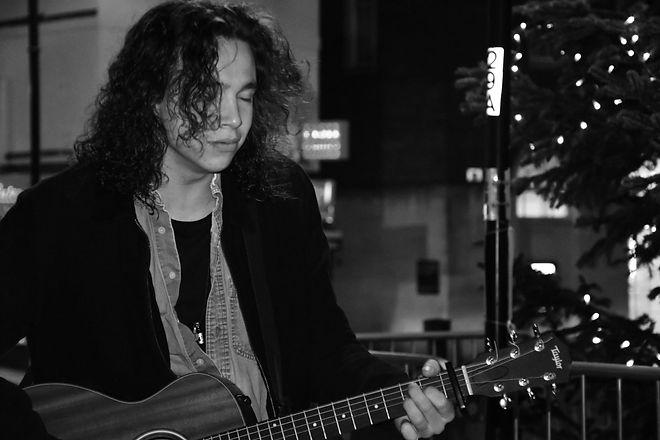 emyr guitar1.jpg