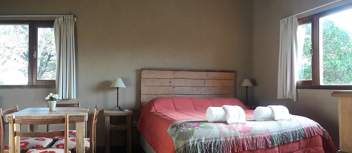 Living y dormitori estilo rústico de Suite Superior